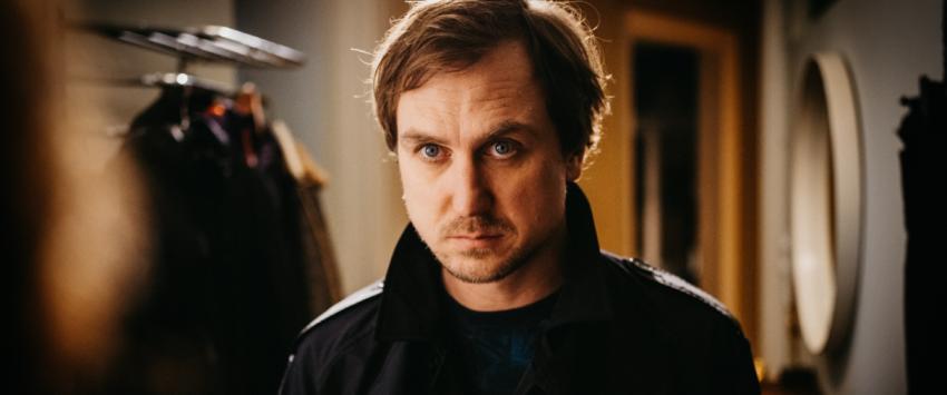 Lars Eidinger in M - A City Hunts a Murderer. Source: TV Now/Pertramer/Pichler/Superfilm